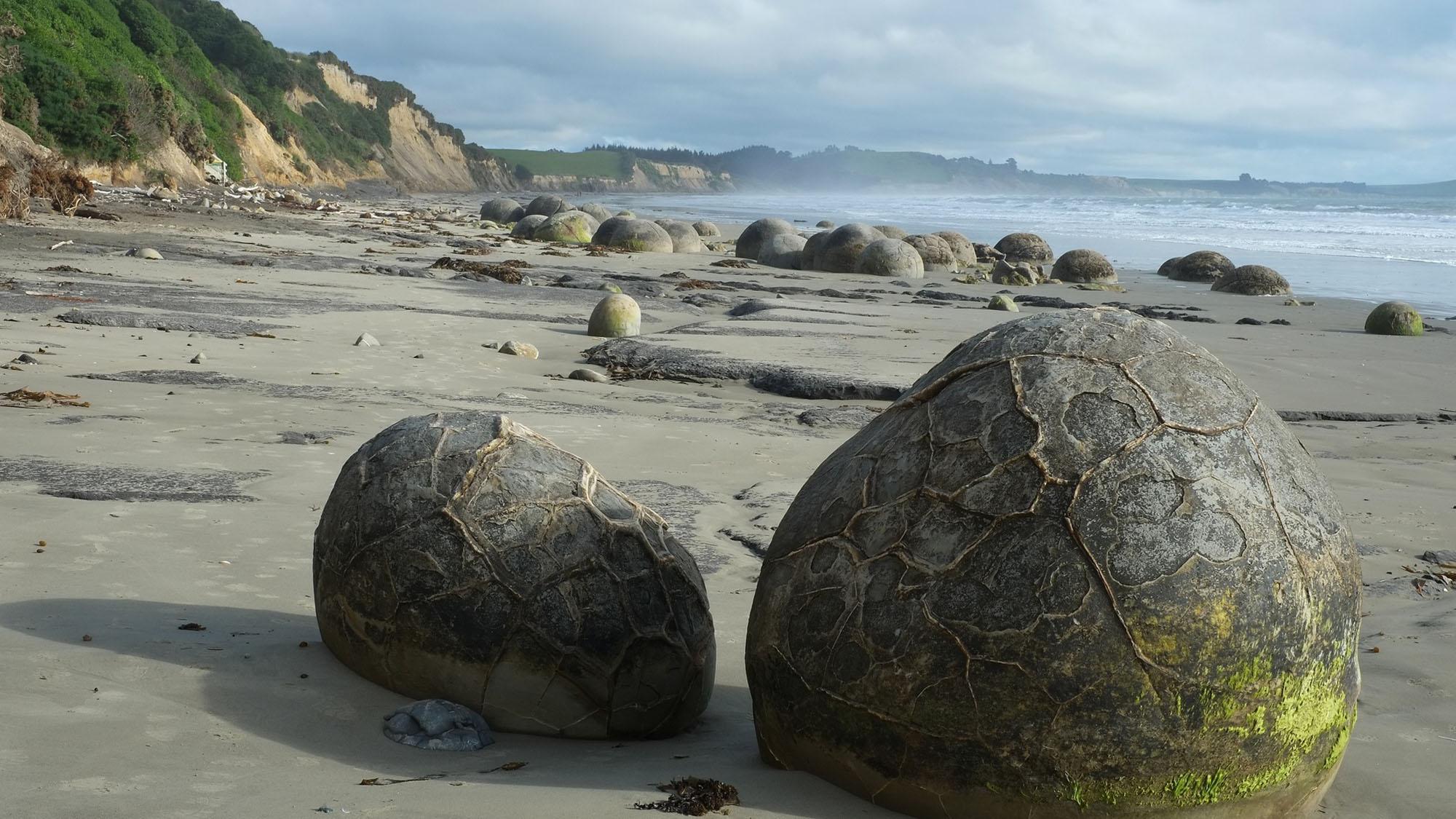 nz2-Devoyager-P-boulders17